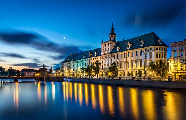 Wroclaw_-_Uniwersytet_Wroclawski_o_poranku Autor: Jar.ciurus, lic. CC-BY-SA 3.0 Polska