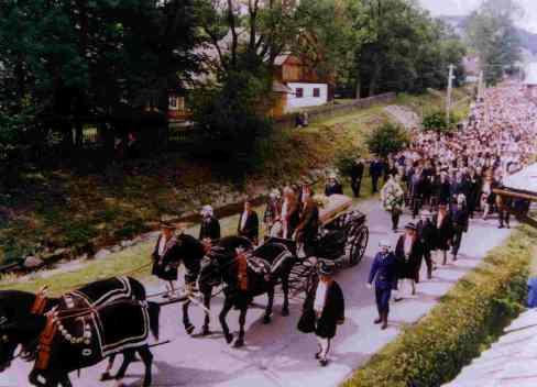 Pogrzeb księdza Tischnera w Łopuszne