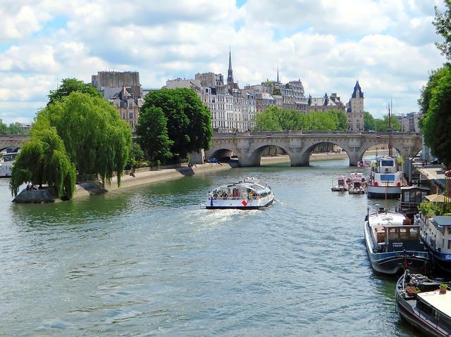 Paris-2353129_640
